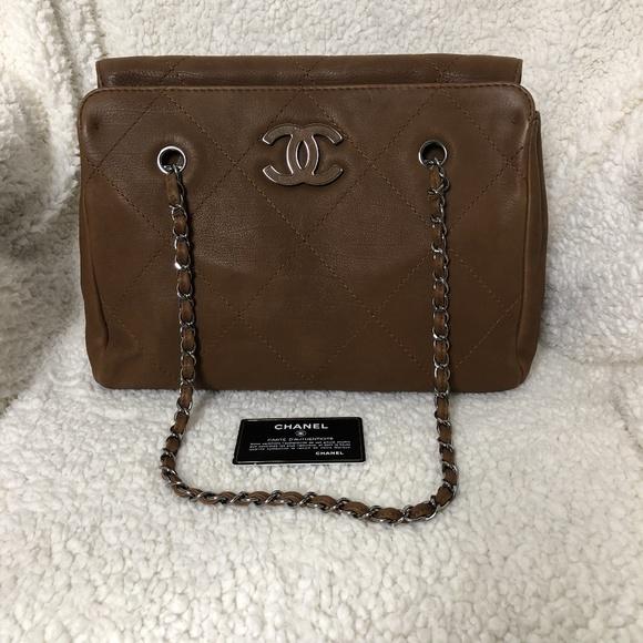 CHANEL Handbags - CHANEL Hamptons CC Tote